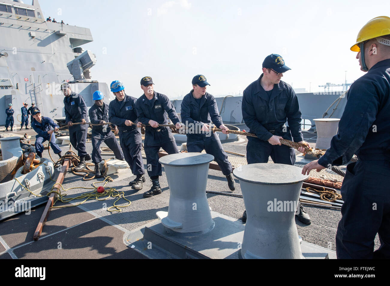 HAIFA, Israel (Dec. 31, 2014) Sailors heave the toeing line during sea-and-anchor detail aboard USS New York (LPD - Stock Image