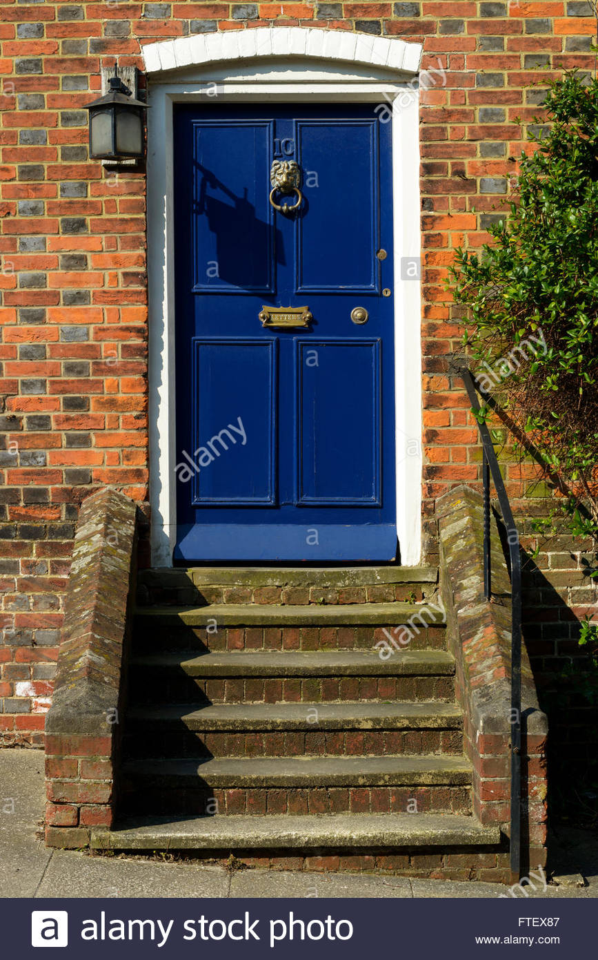 Steps To Apply Makeup For Beginners: Front Door Steps Uk Stock Photos & Front Door Steps Uk