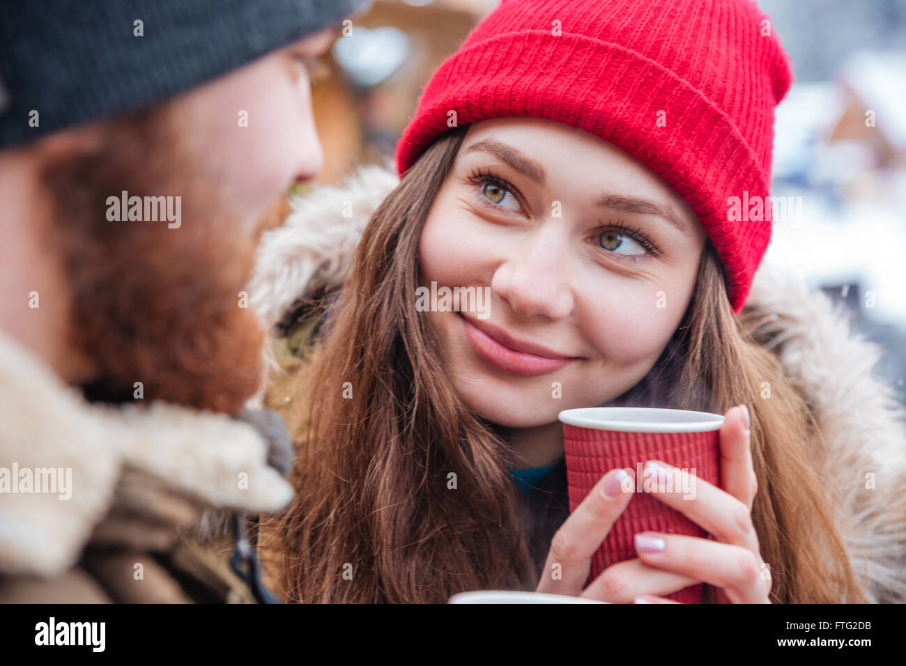 cf1dd2651 Beautiful young couple drinking hot coffee outdoors in winter Stock ...