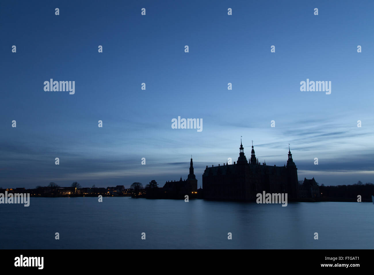 Silhouette photo of Frederiksborg Castle in Hillerod, Denmark. - Stock Image