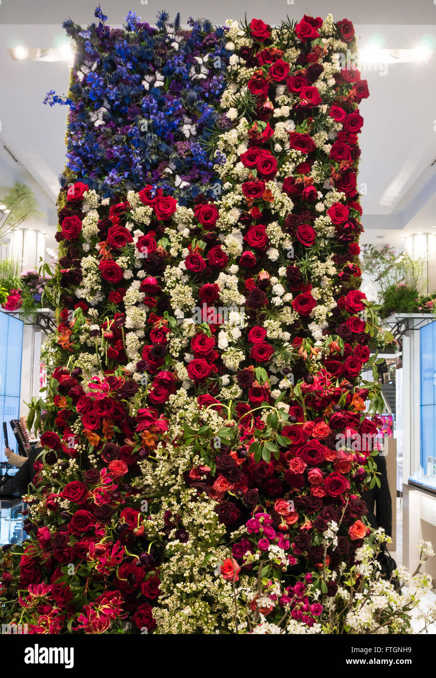 Macys annual flower show the american flag composed of roses and macys annual flower show the american flag composed of roses and other red white and blue flowers mightylinksfo
