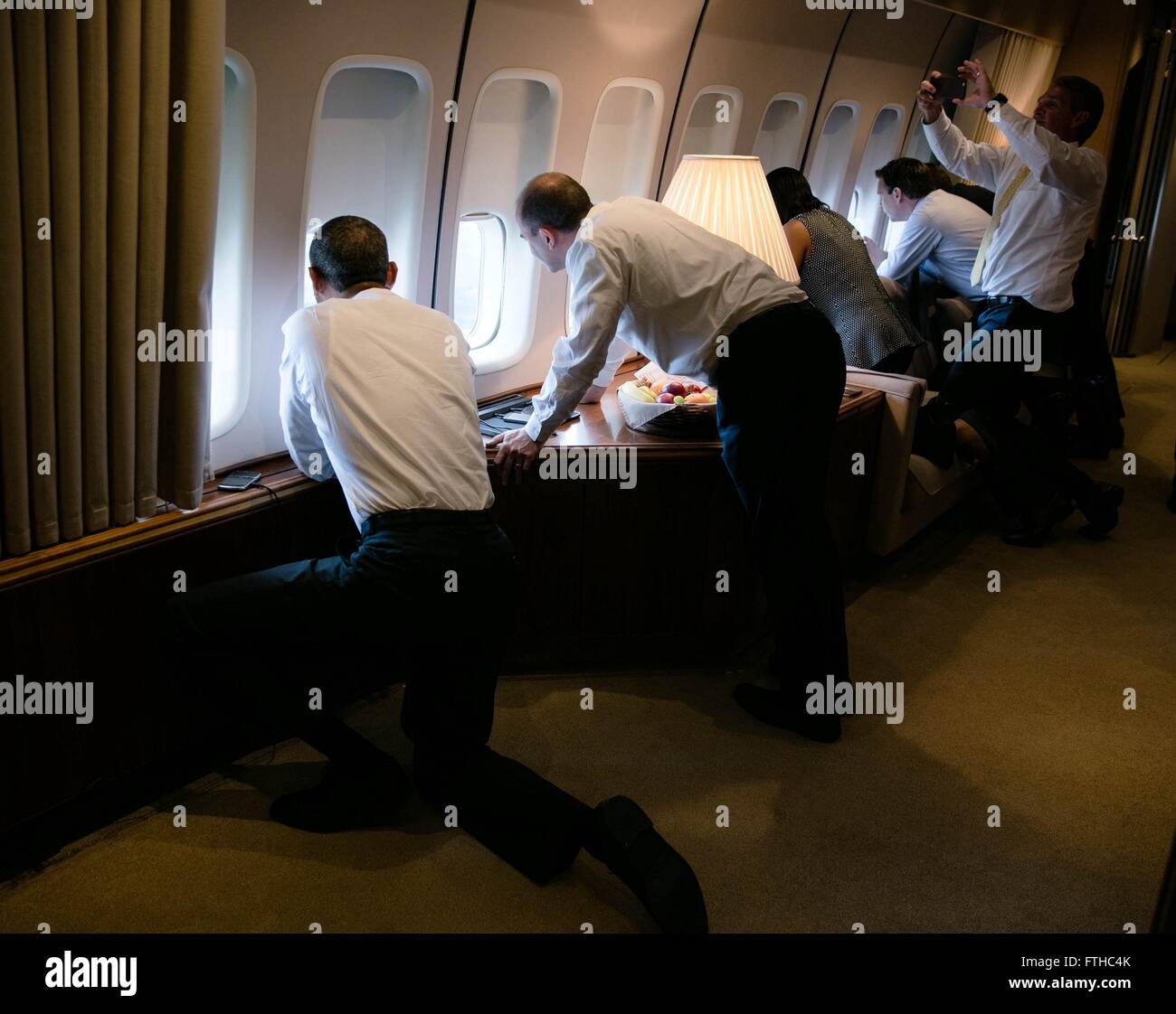 U.S President Barack Obama joins others in looking out the window of Air Force One on final approach to Jose Marti - Stock Image