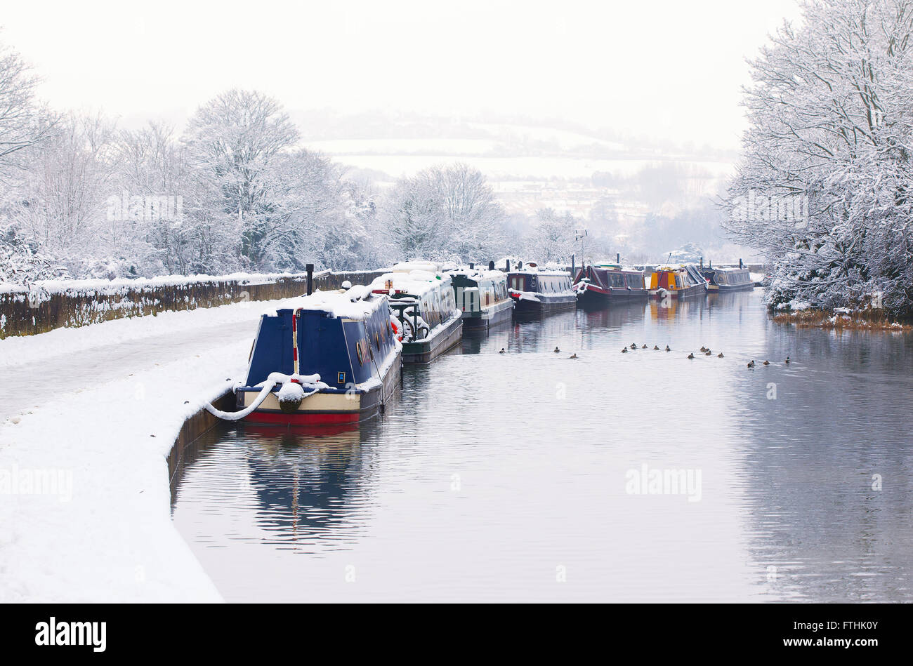 Moored boats on Kennet and Avon Canal in Winter - Stock Image