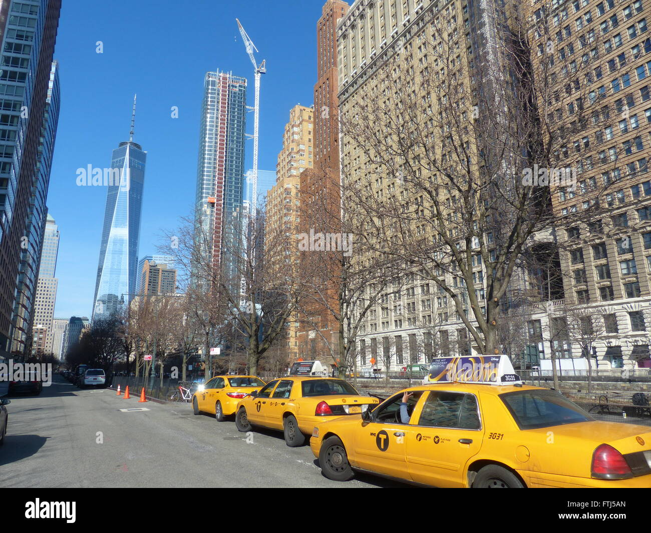 Waiting taxicabs with One World Trade Centre, a.k.a. Freedom Tower - Stock Image