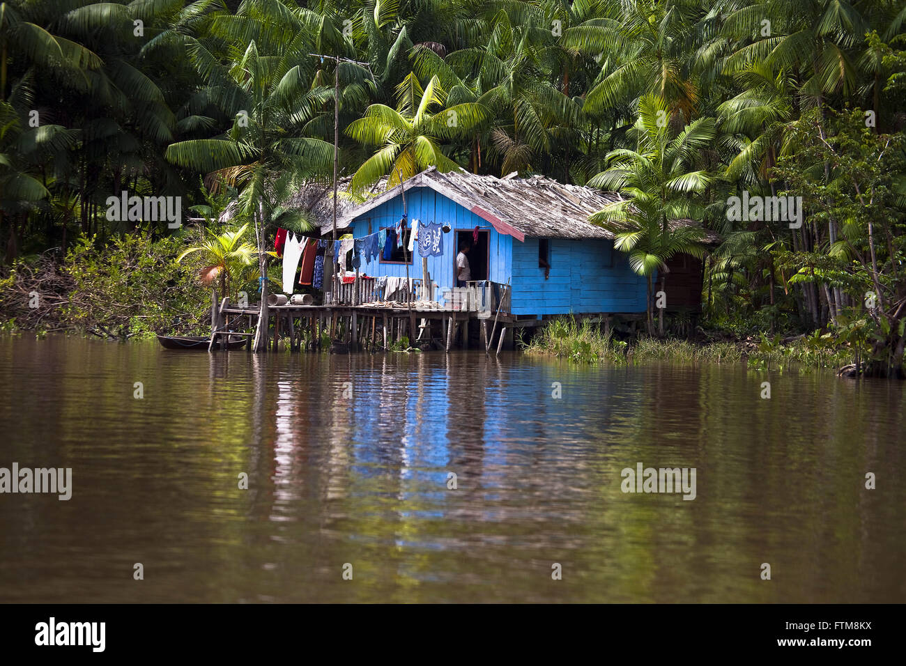 Typical house of the riverside population of the town of Breves - Stock Image