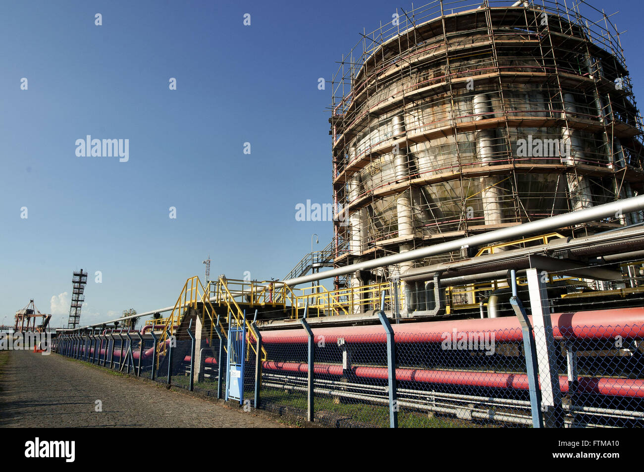 Spheres of chemicals and pipelines in the liquid bulk terminal at the Port of Aratu - Stock Image
