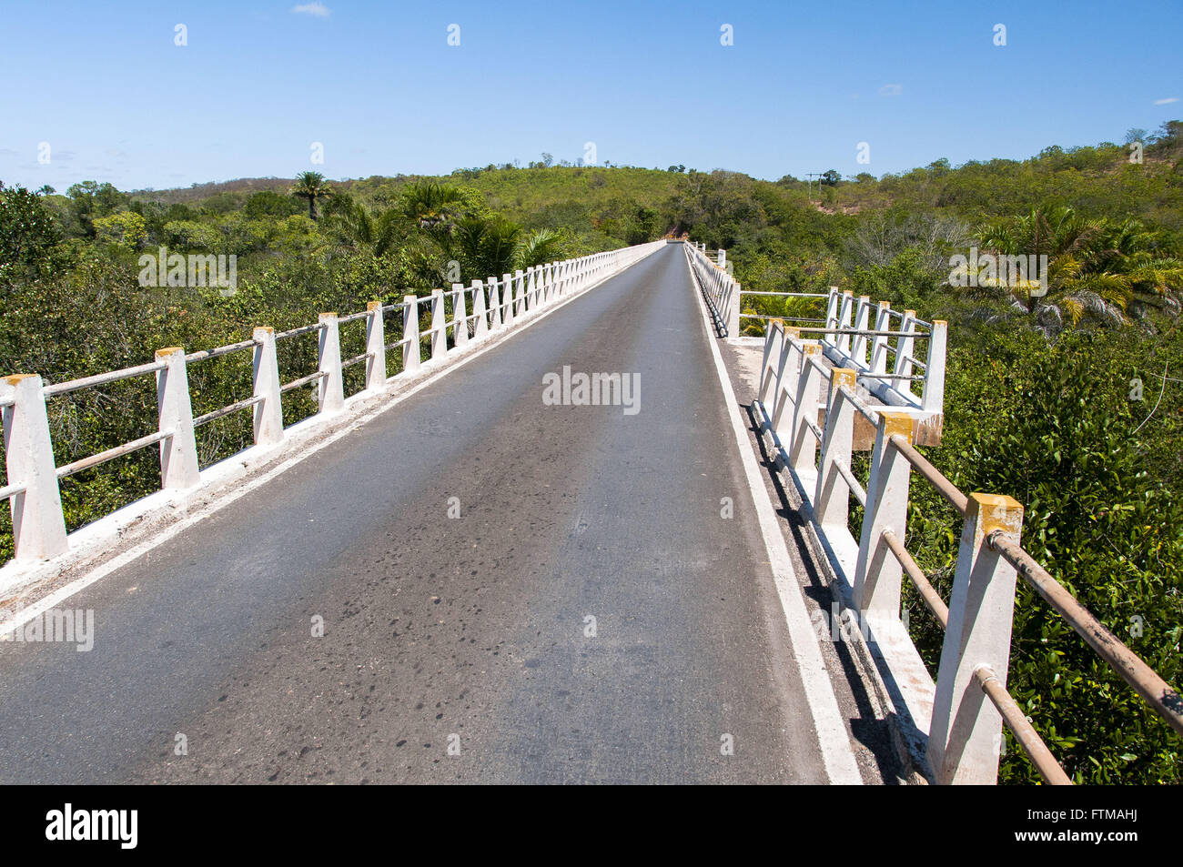 Bridge over the River Roncador with gazebo in BA-142 highway - Stock Image