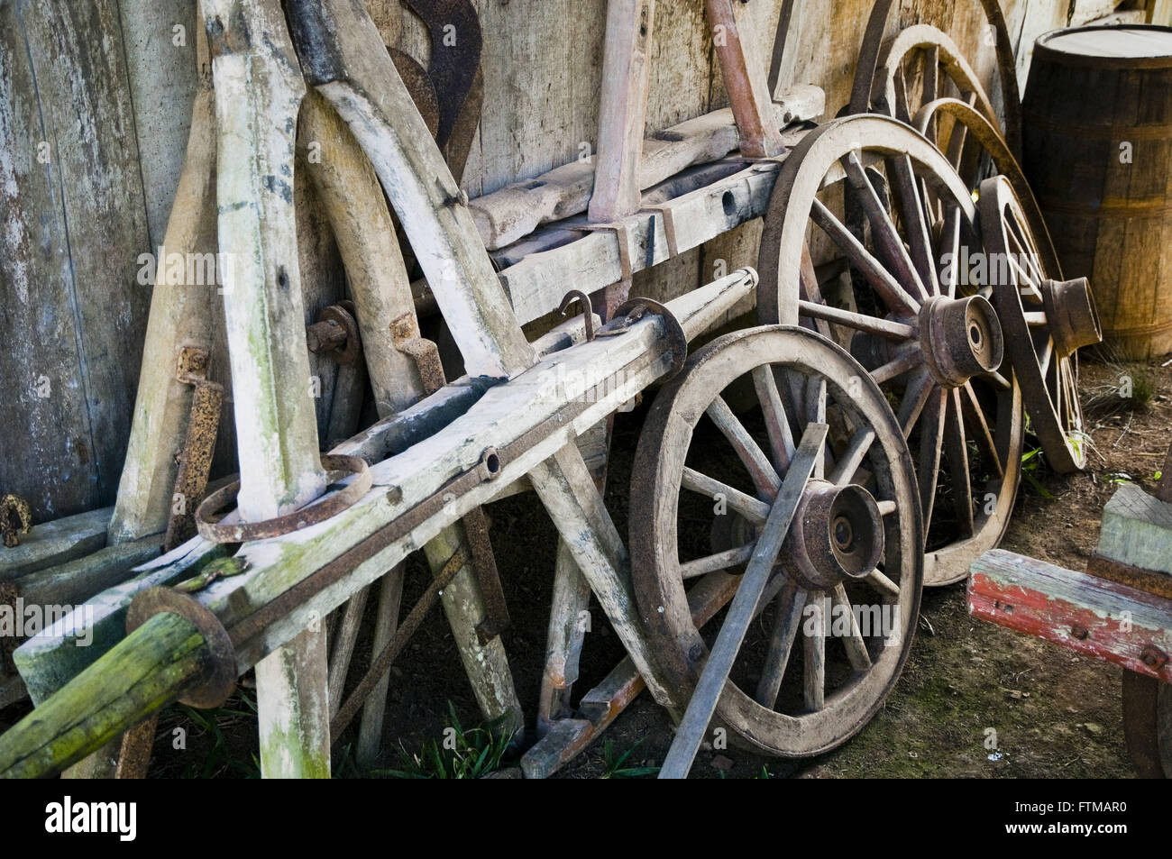 Wheels carroca dismantled in rural property - Stock Image