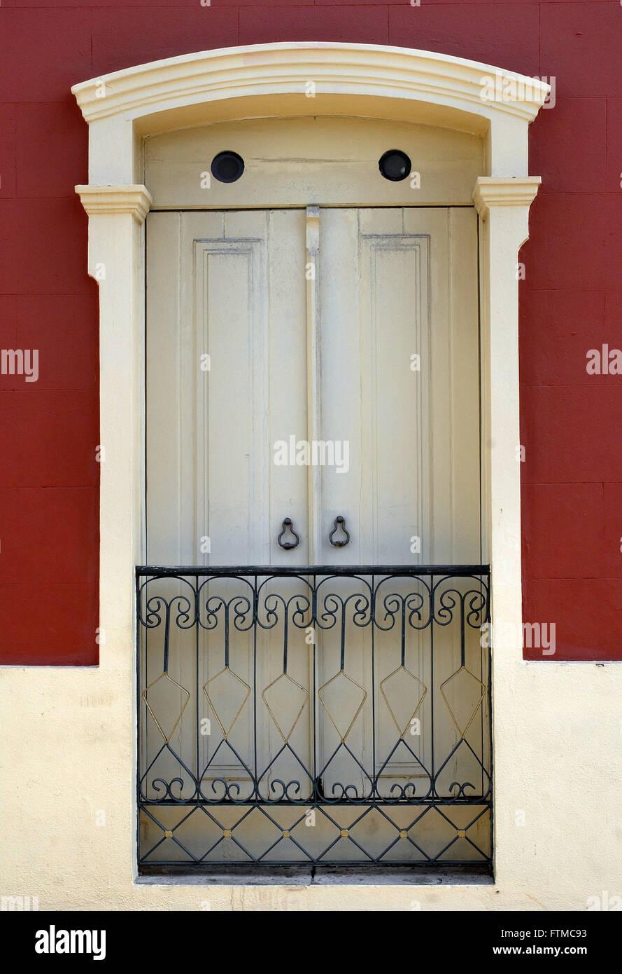 Window houses the city of Sao Luis - Stock Image