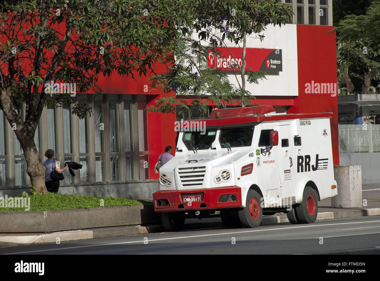 Armored car parked in front of the bank agency Avenida Paulista - Stock Image