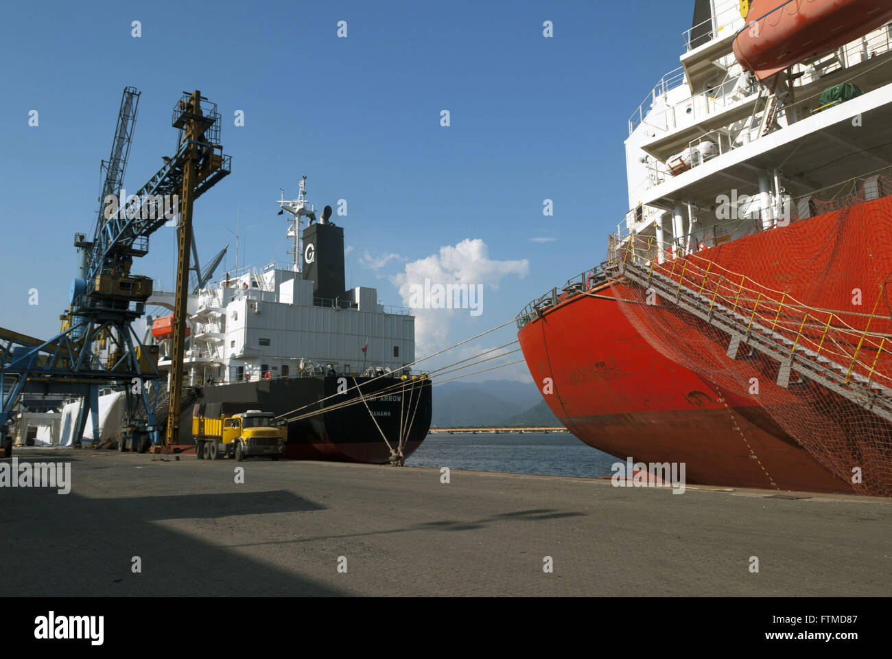 Ship Owner Gearbulk docked on the side of the port of Santos - Stock Image