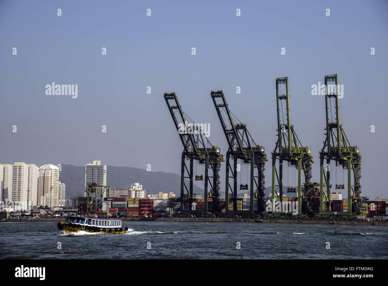 Boat sailing in front Libra Terminals - Stock Image