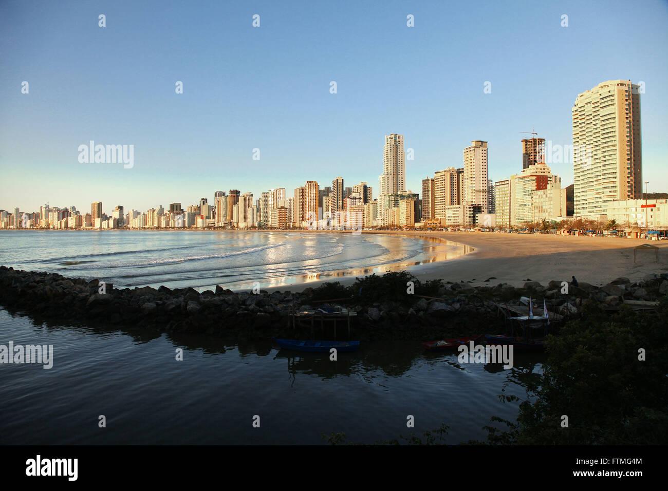 Jetty rocks separating the beach in Rio Camboriu Depth Northern Balneario Camboriu - SC - Stock Image