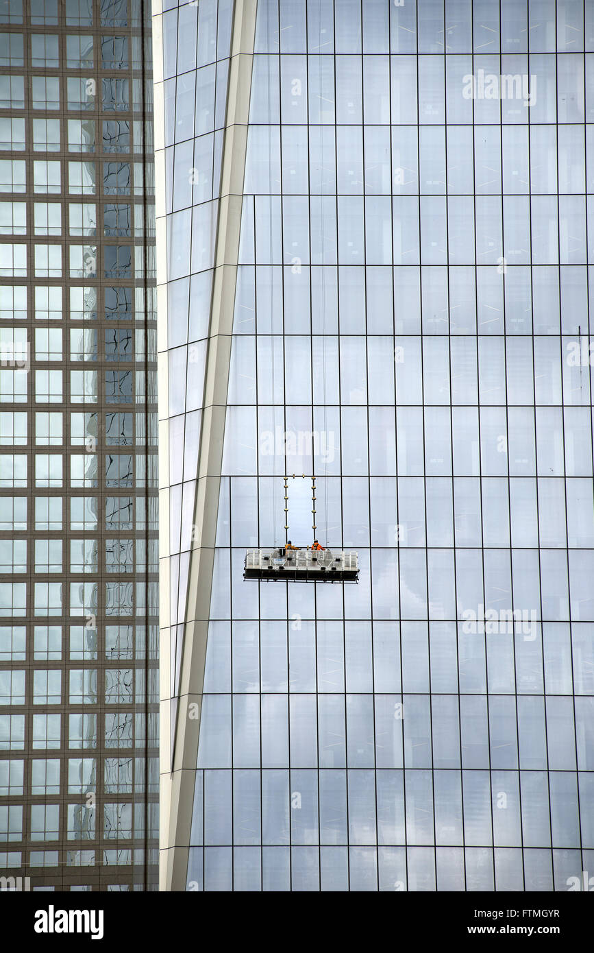 Workers cleaning the window panes of One Tower, building known as Freedom Tower - Stock Image