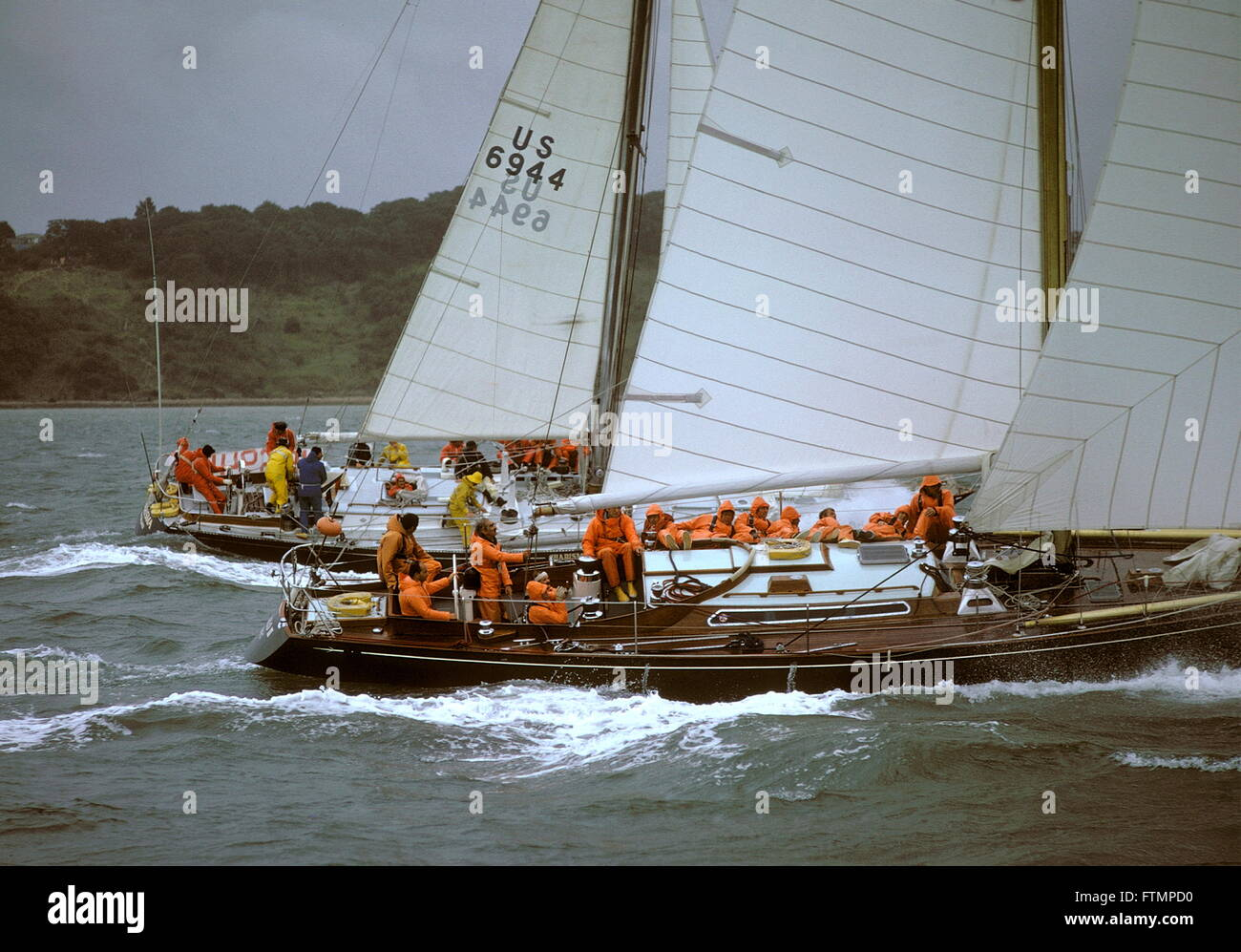 AJAX NEWS PHOTOS - 1973 - ADMIRAL'S CUP - 2ND INSHORE RACE - (L-R) CHARISMA (USA) AND QUIALO III (GB) IN THE - Stock Image