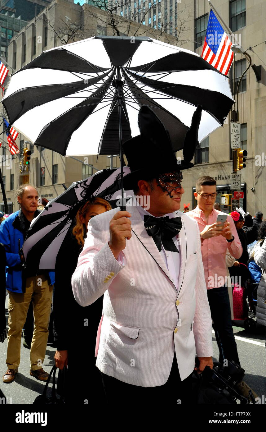 New York City: Gentleman in formal wear carrying an umbrella at the annual Fifth Avenue Easter Parade  * - Stock Image