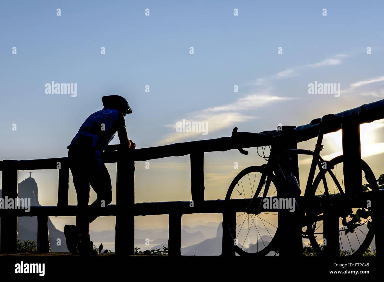 Ciclista na Vista Chinesa no Alto da Boa Vista - Parque Nacional da Floresta da Tijuca Stock Photo