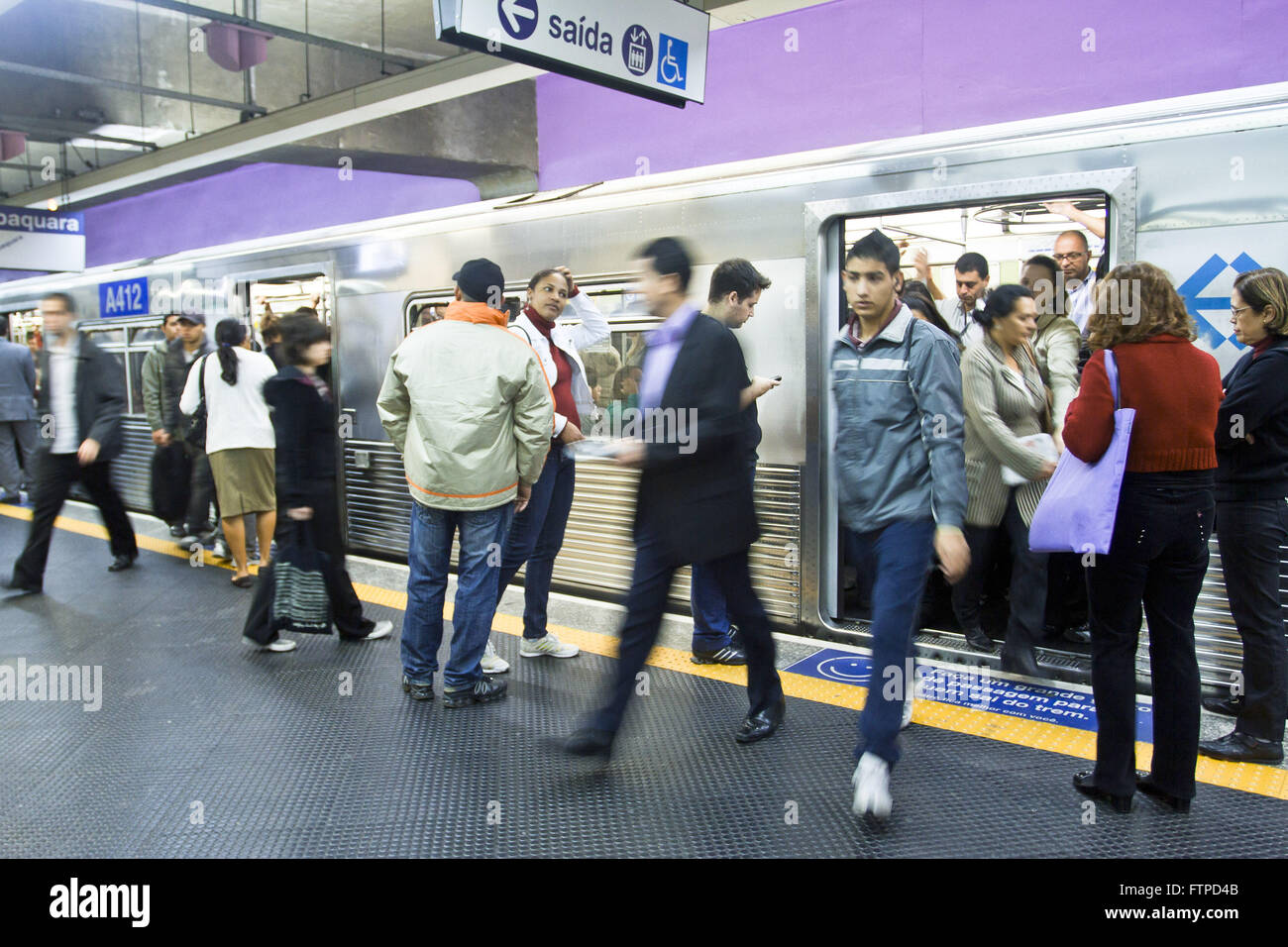 Embarkation and disembarkation of passengers in Paraiso Station of Metro Line 1 Blue - Stock Image