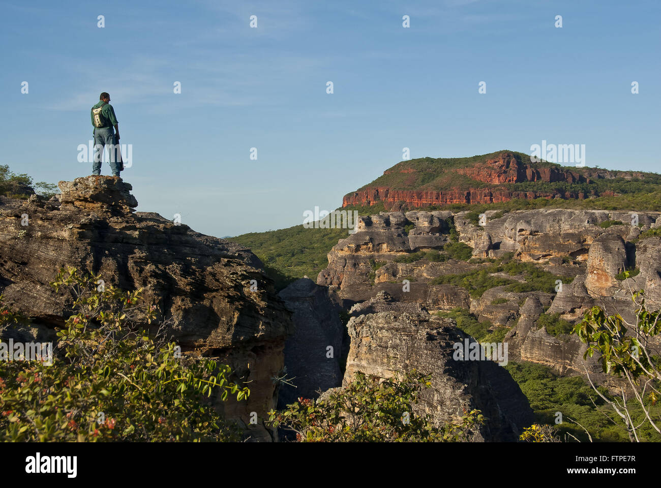 Tourist guide in sandstone formations in the Baixao Canoes Sierra Red - Stock Image