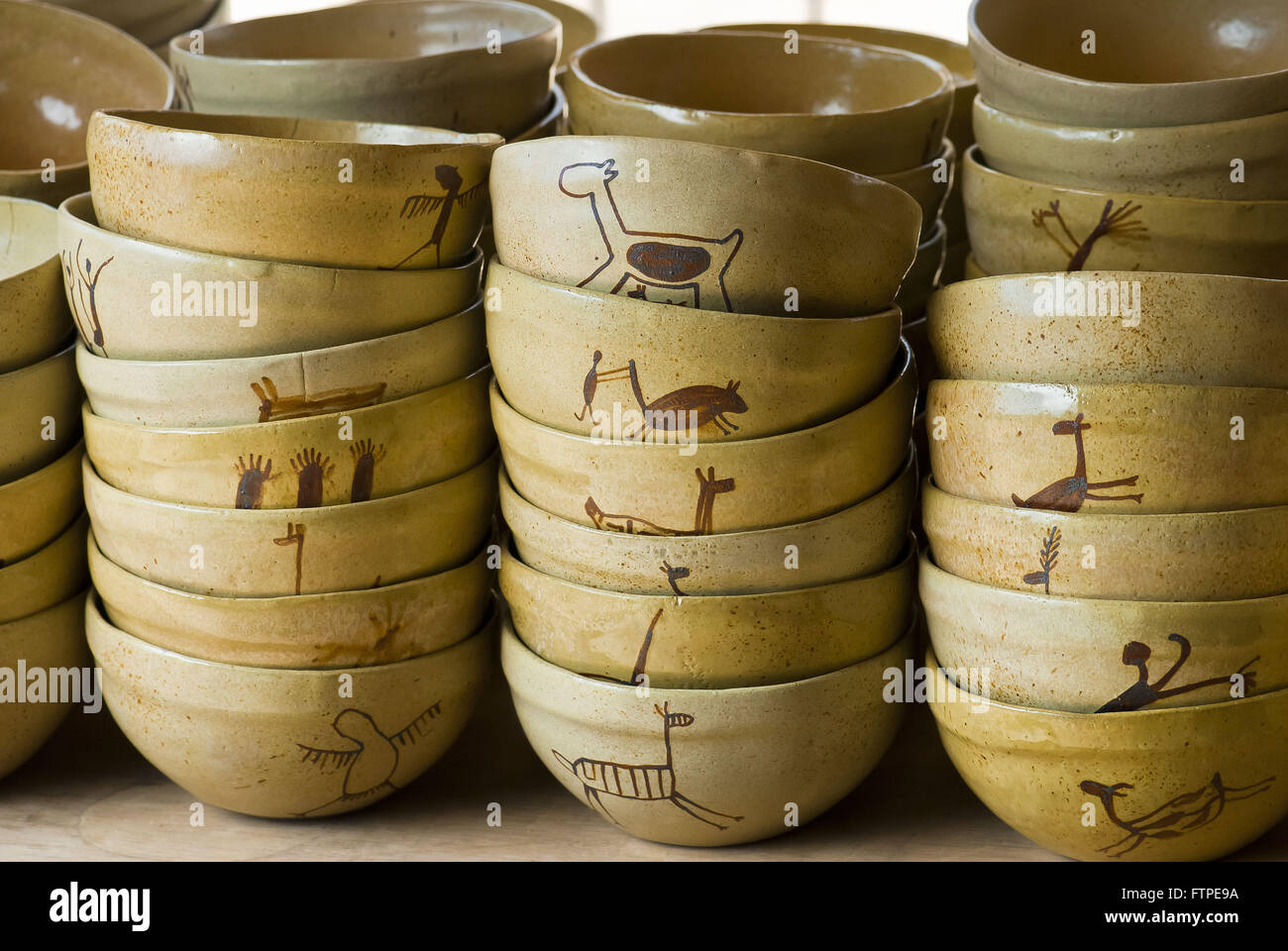 Bowls of imitation cave paintings in Serra da Ceramica Capybara - Stock Image