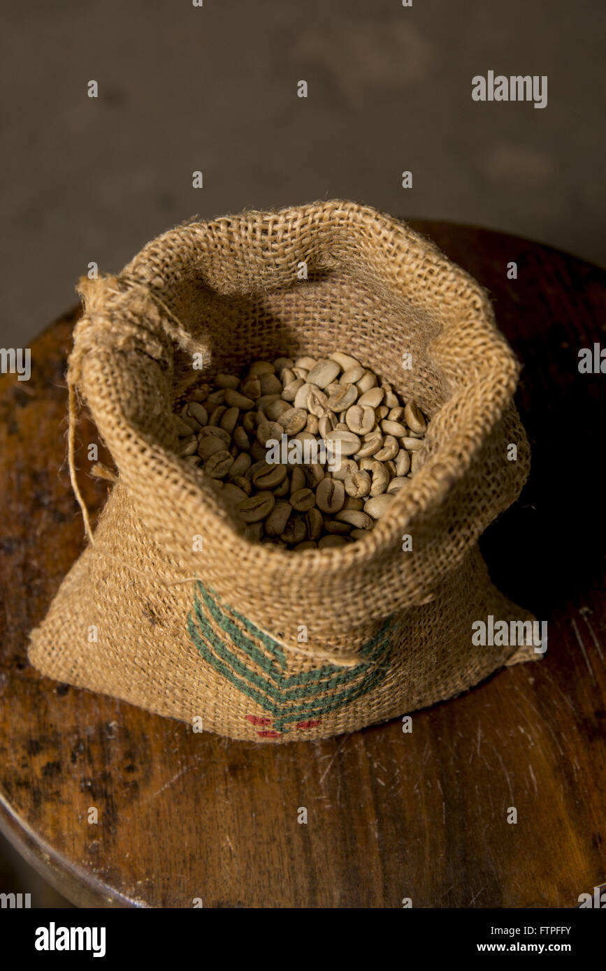 Sack with coffee beans roasted in store commercialization Cafe Carmo de Minas - Stock Image