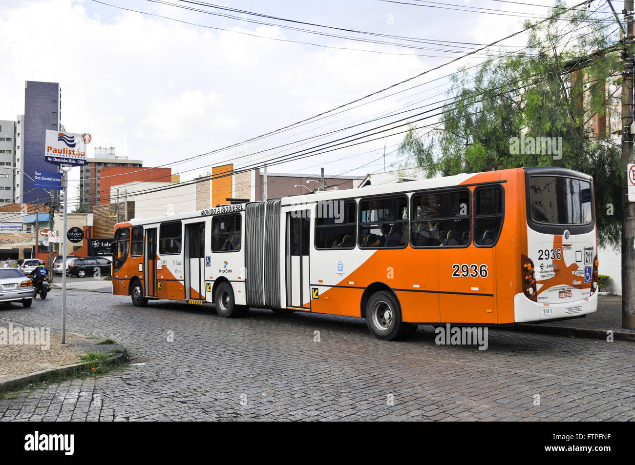 bus traveling on the street Neighbourhood Cambui - Stock Image