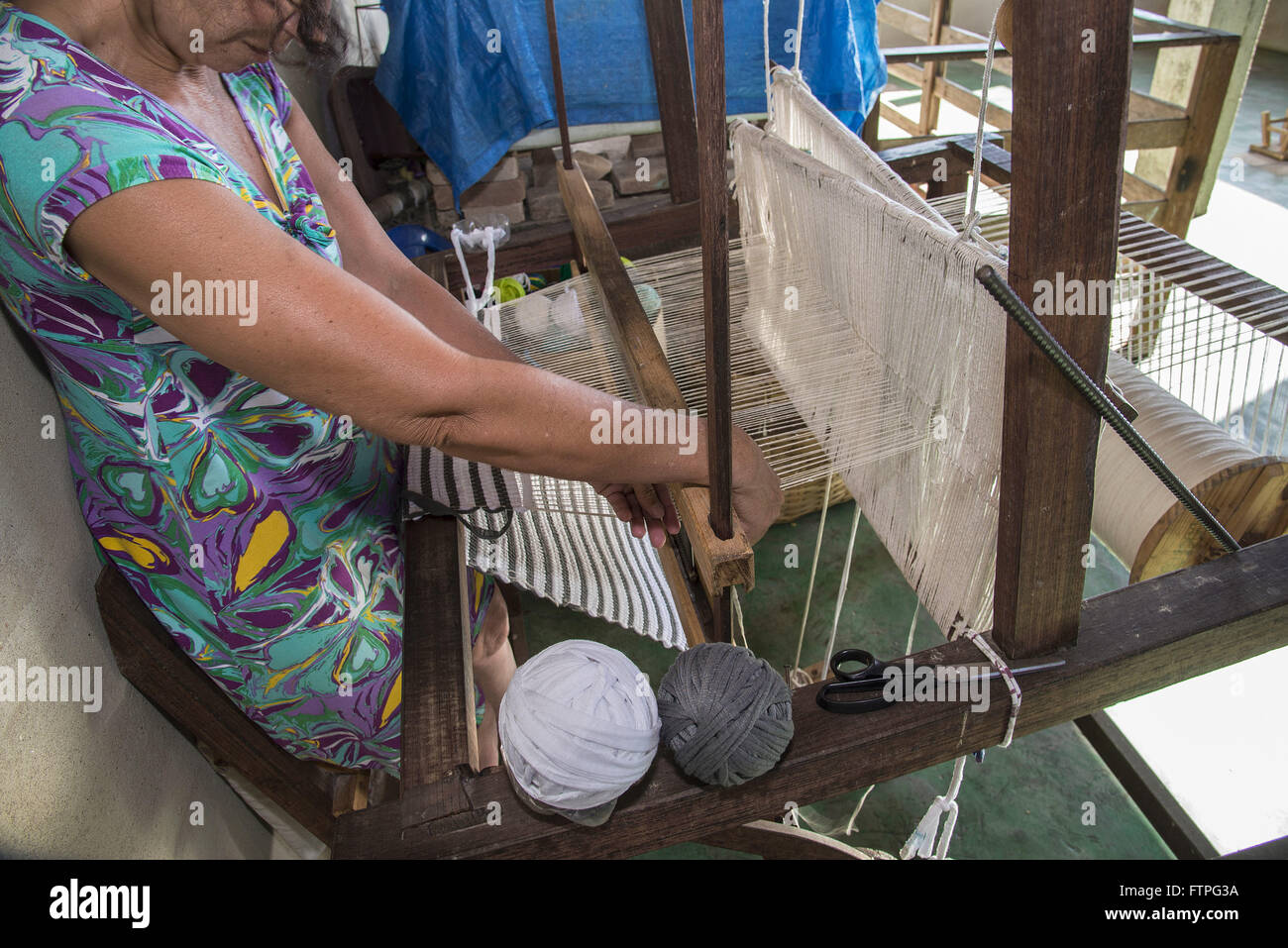 Working in handloom to production of parts for textile crafts - Stock Image