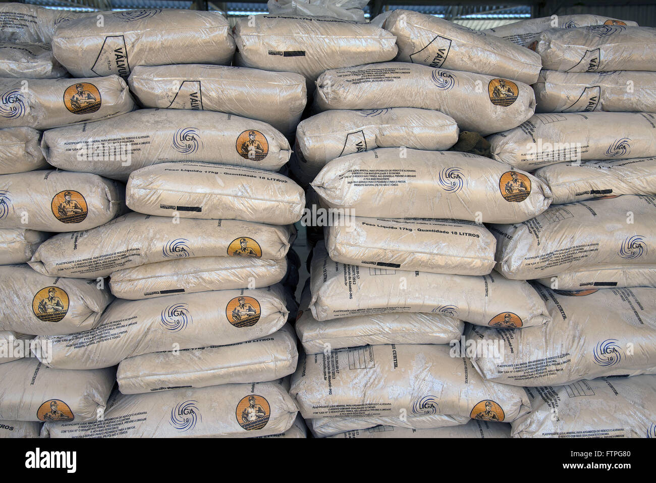 Bags of mineral alloy used for plaster and porcelain tiles in place of exploitation of phyllite or filadio - Stock Image