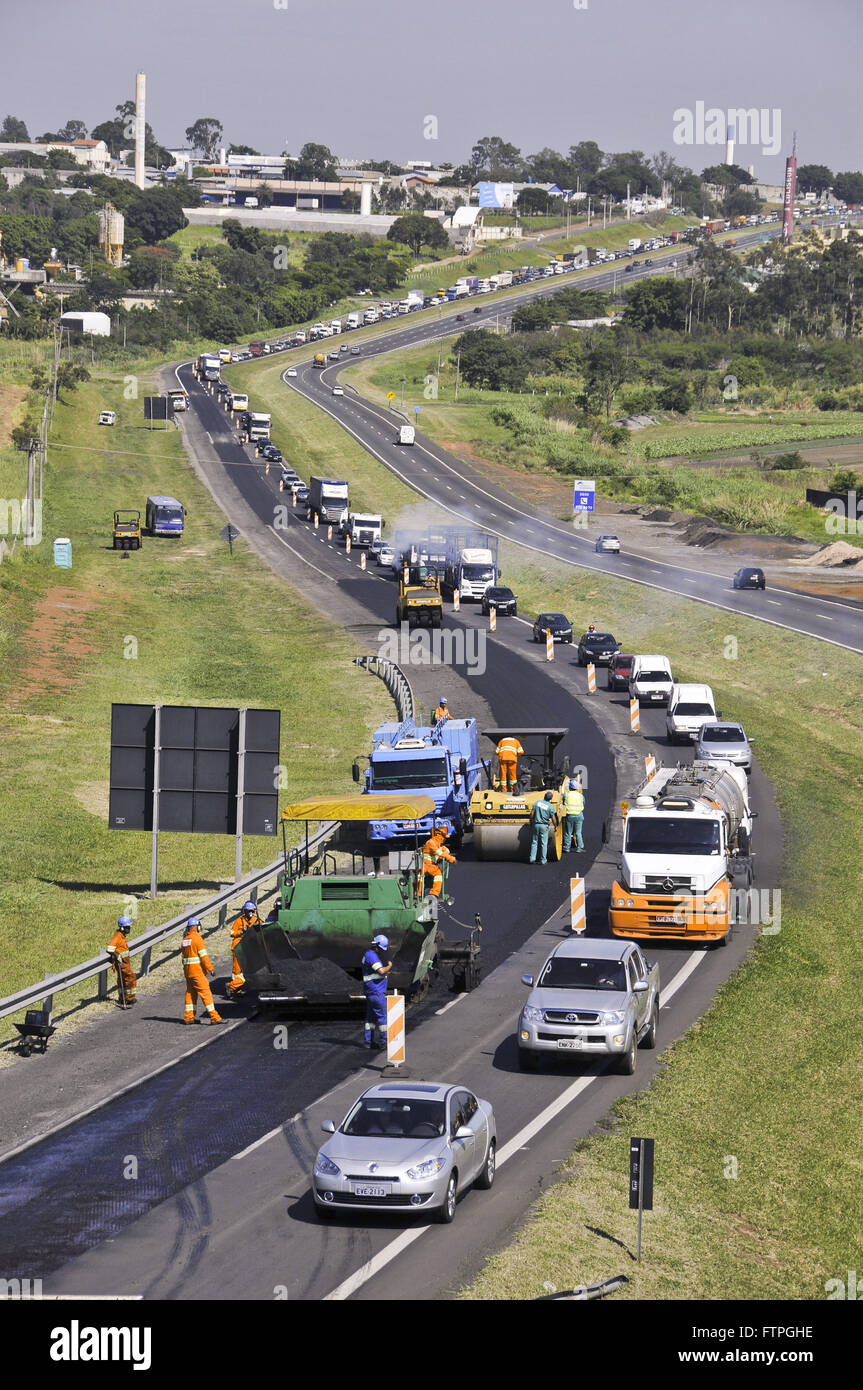 Works and congestion on Highway Teacher Zeferino Vaz SP-332 - known as Tapetao - Stock Image