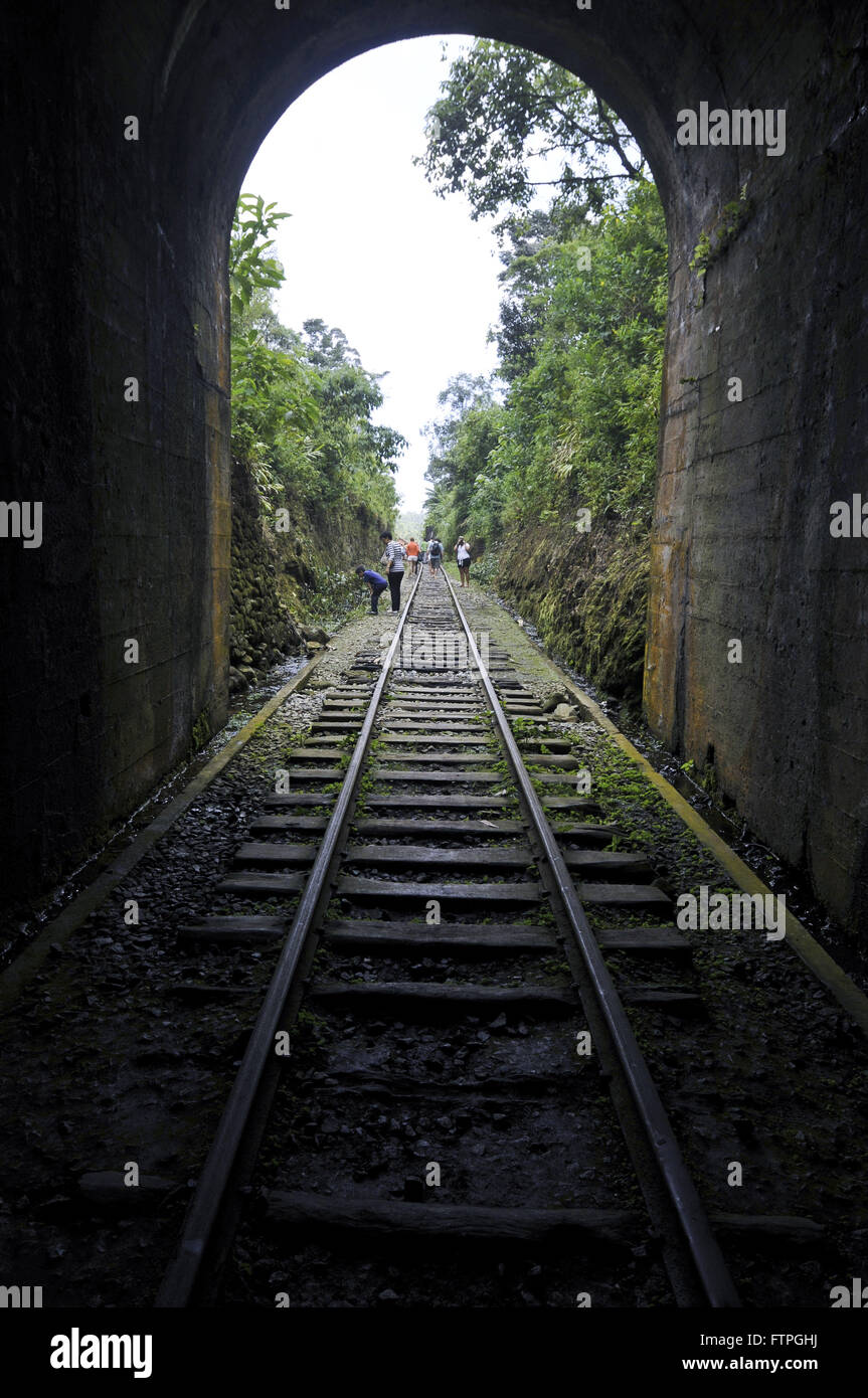 Tourists walking on the tracks of the tunnel near the railway Mantiqueira Colonel Fulgencio of ABPF - Stock Image