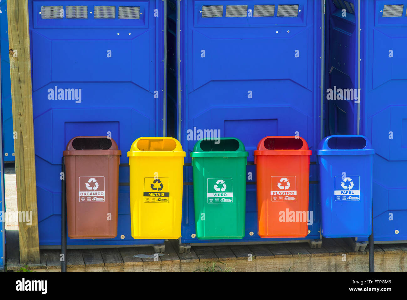 Bins identified for separation of garbage in Santinho Beach - Stock Image