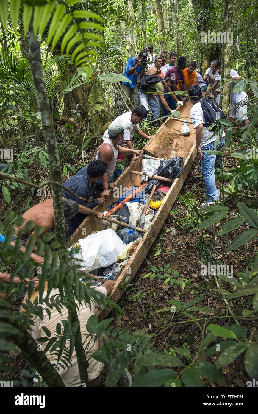Puxada de Canoa - tradicao de pescadores no litoral da regiao sudeste Stock Photo