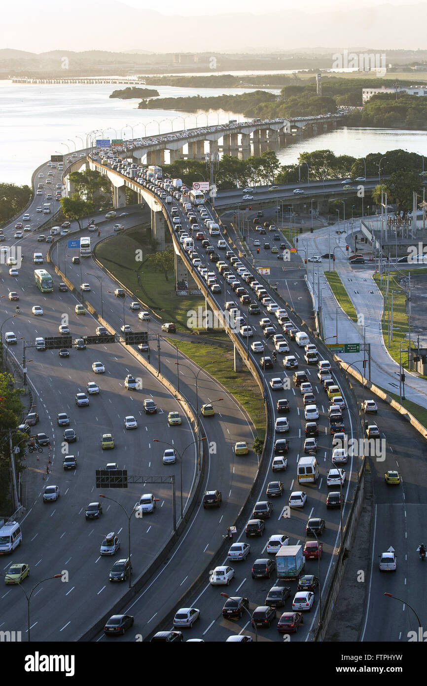 Congestion on the Red Line officially RJ-071 Expressway President Joao Goulart - Stock Image