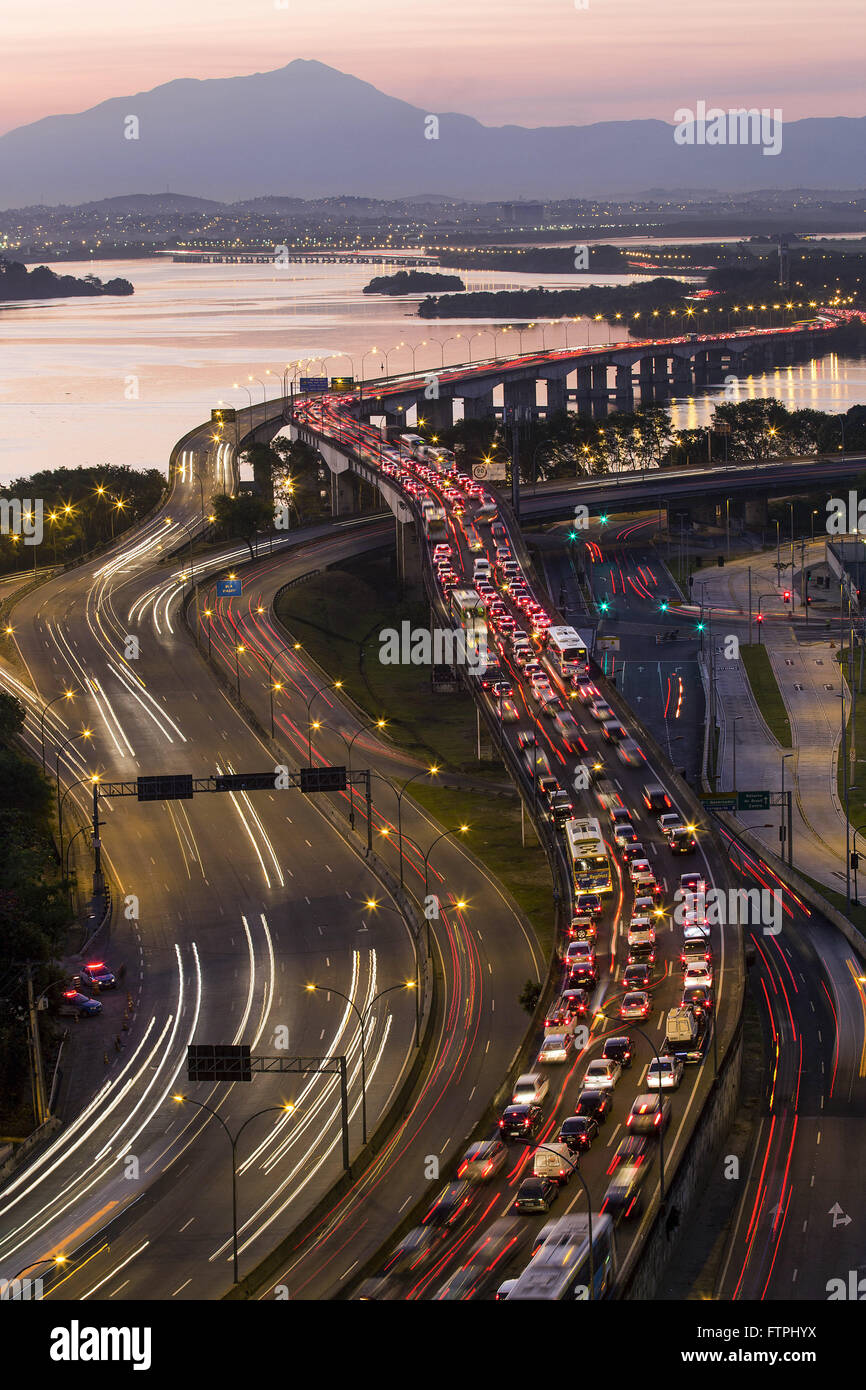 Red Line congested at dusk - officially RJ-071 Expressway President Joao Goulart - Stock Image
