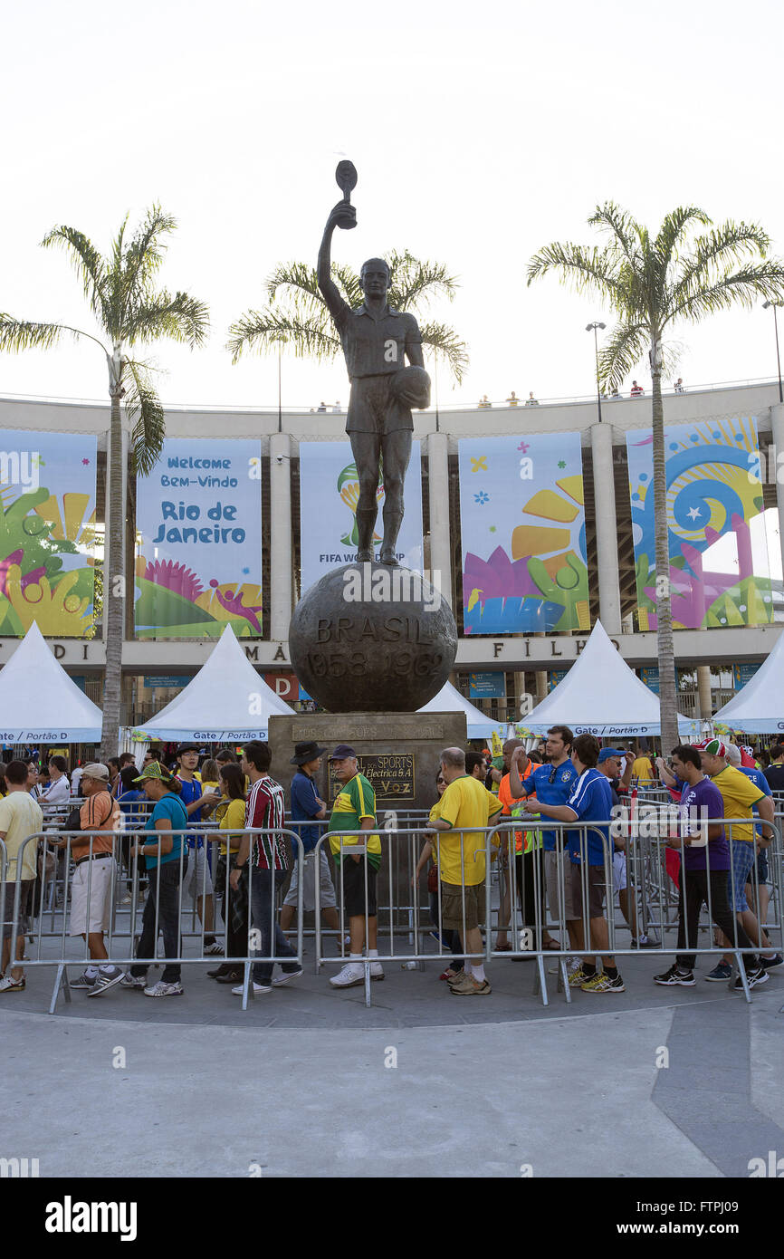 Queue Maracana Stadium entry to the match between Ecuador and France in the World Cup 2014 - Stock Image
