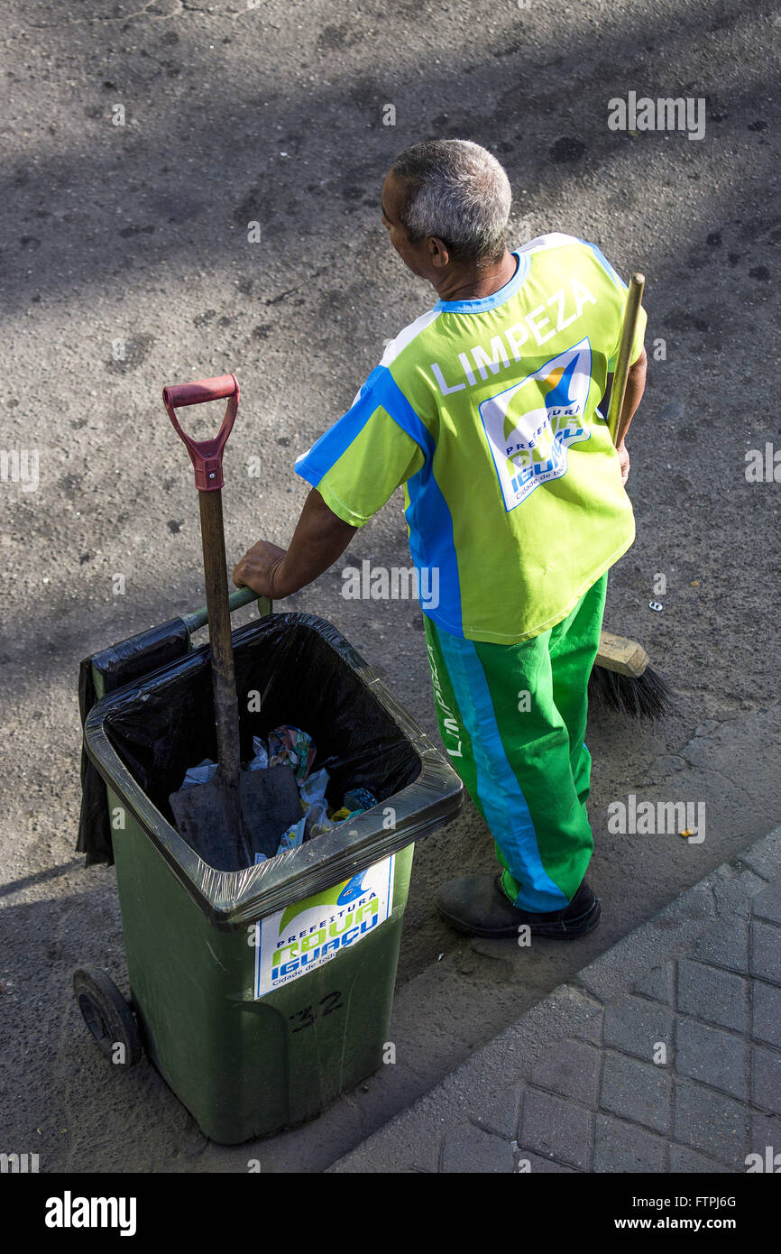 Gari sweeping street in the city center - Stock Image