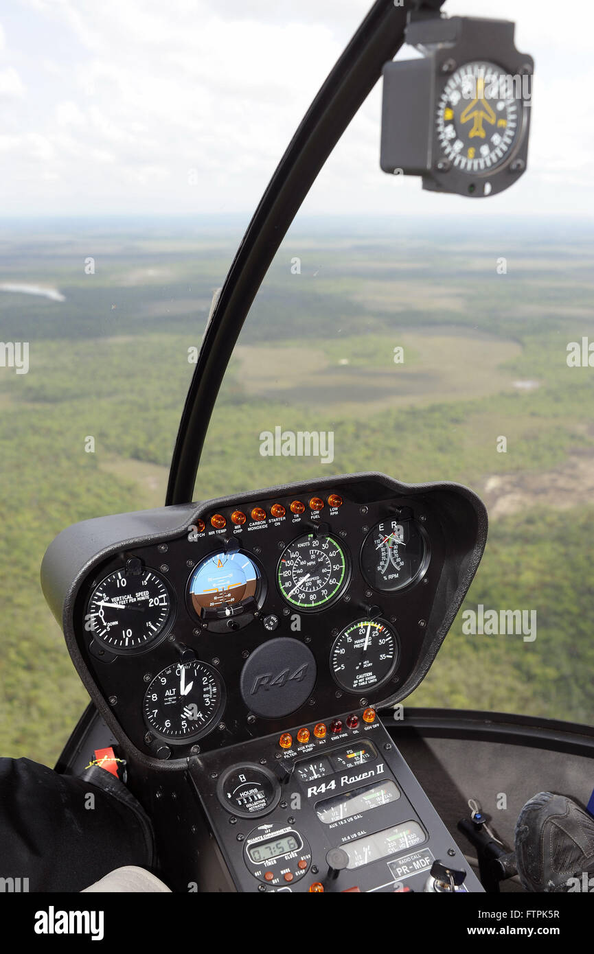 Cabin Robinson 44 helicopter flying kills campinarana in Rio Negro region of the Middle - Stock Image
