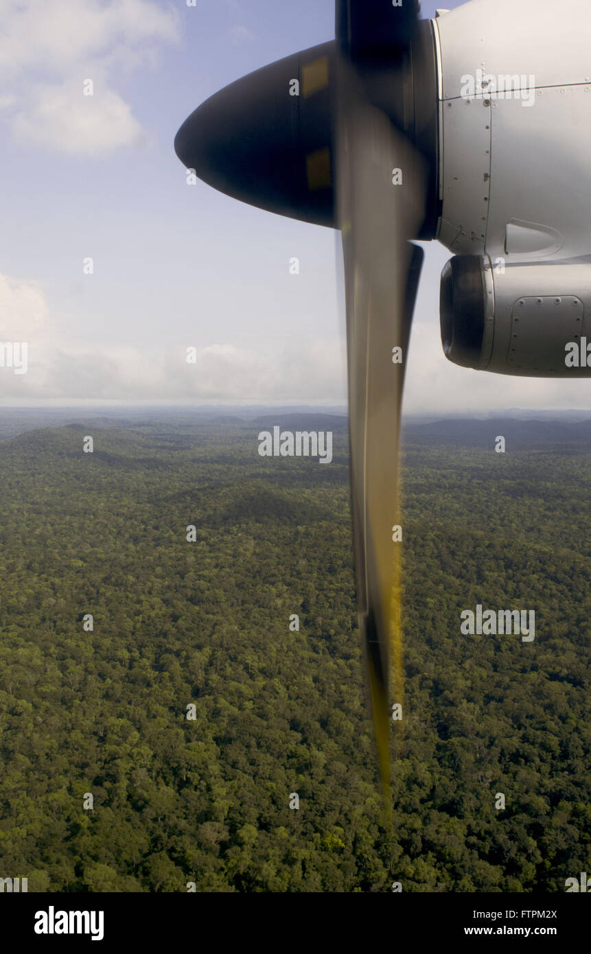 Propeller of plane flying over the Amazon forest in Sao Gabriel da Cachoeira - Stock Image
