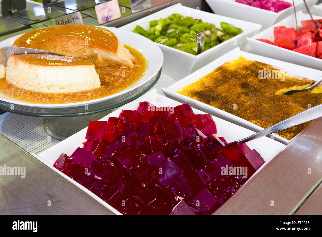 Buffet restaurant with gelatin desserts, pudding, curau green corn and fruit - Stock Image
