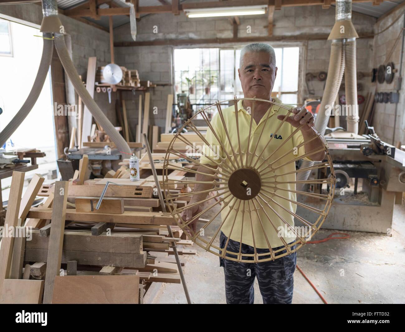 Oshiro Yoshimasa (57) carpenter making  weaving loom , Haebaru, Okinawa 大城織機製作所 - Stock Image