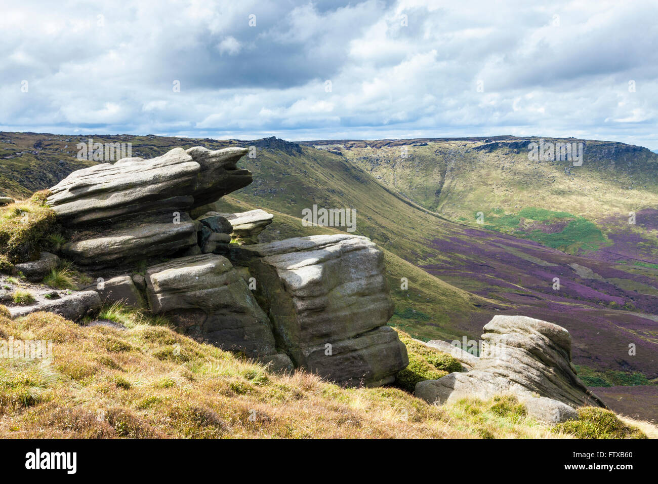 Rocky outcrop of gritstone at Seal Edge, part of the northern edge along Kinder Scout, Derbyshire, Peak District - Stock Image