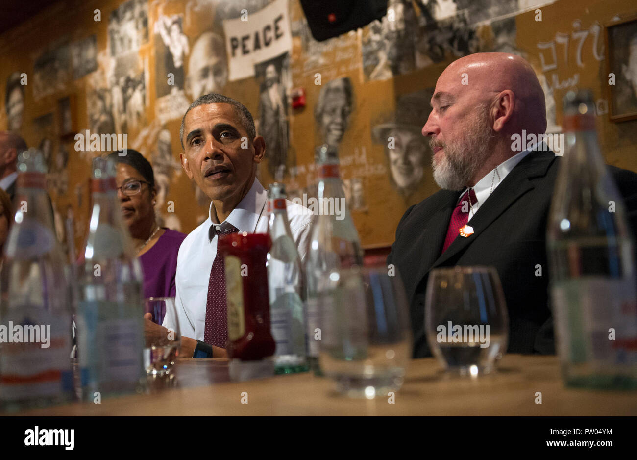 Washington DC, USA. 31th March, 2016. United States President Barack Obama speaks to the media after having lunch Stock Photo