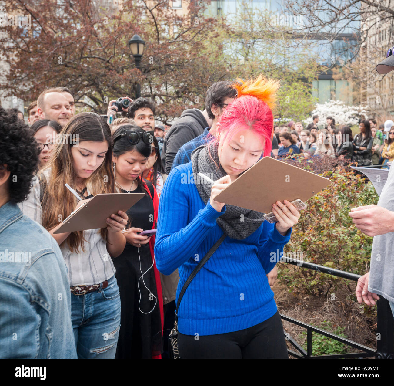 Union Square Park, New York, USA. 31st March, 2016. Bernie Sanders supporters sign up to volunteer for the campaign - Stock Image