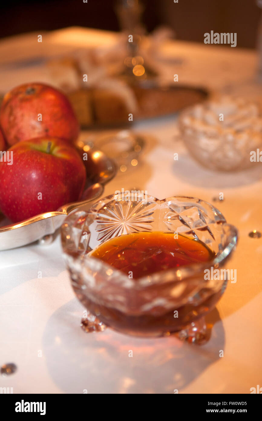 Decoration of a Persian wedding table, evening - Stock Image