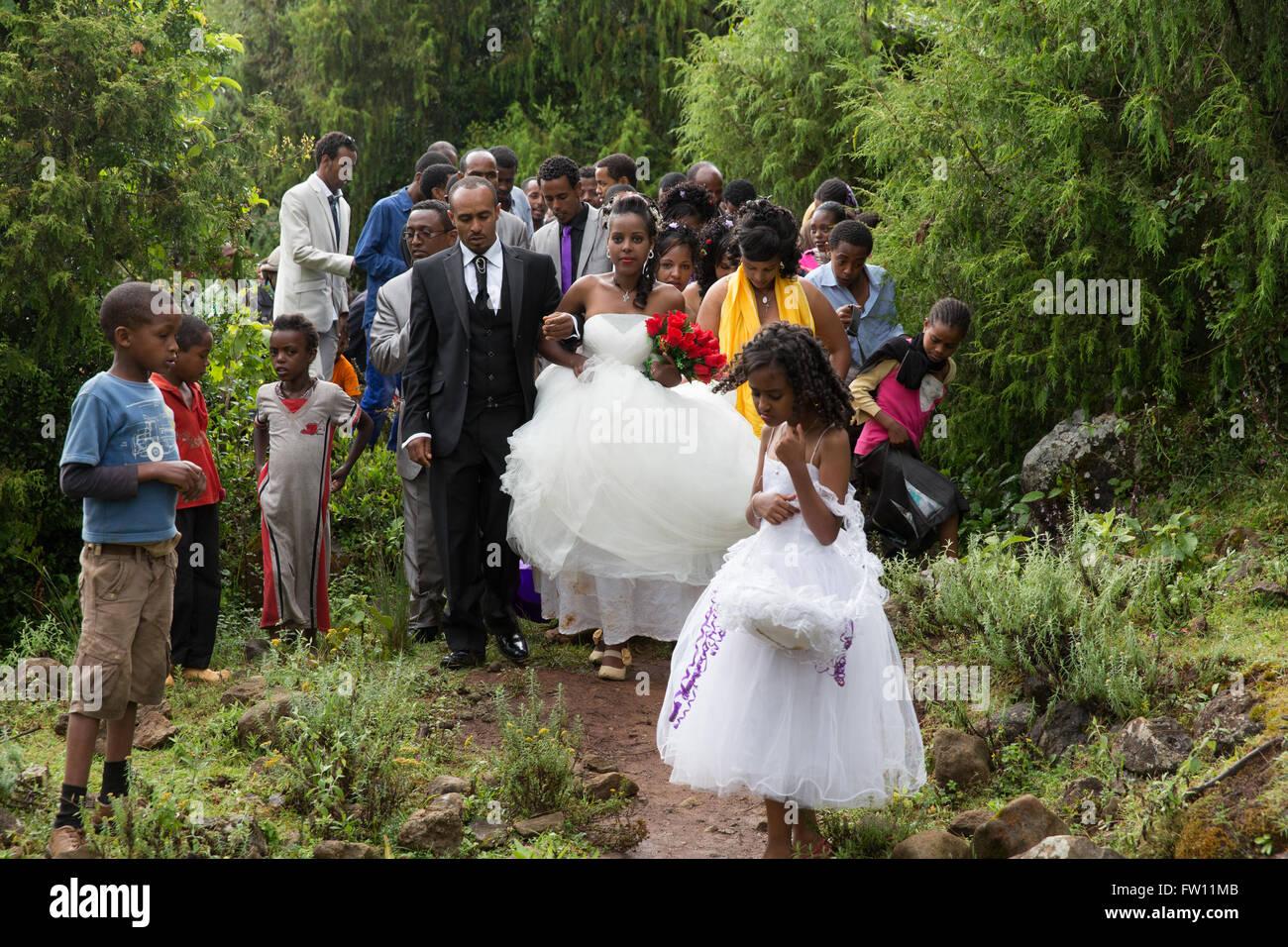 Gibi village, Gurage, Ethiopia, 6th October 2013 People gather for a wedding celebration as today is auspicious Stock Photo