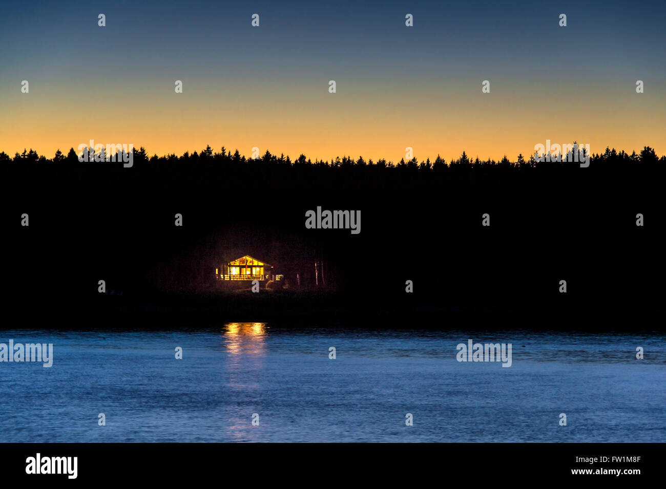 Small waterfront cabin in a remote secluded location. - Stock Image