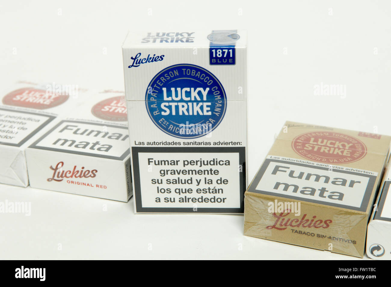 Lucky Strike Blue Cigarettes Packet Stock Photos & Lucky Strike Blue