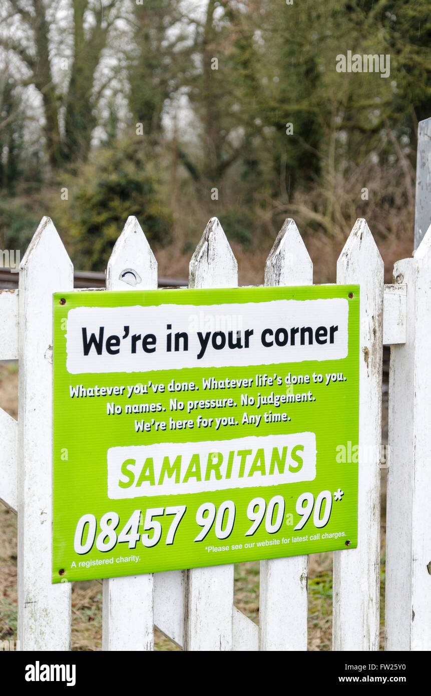 Samaritans sign next to a crossing over train tracks in Cambridgeshire - Stock Image