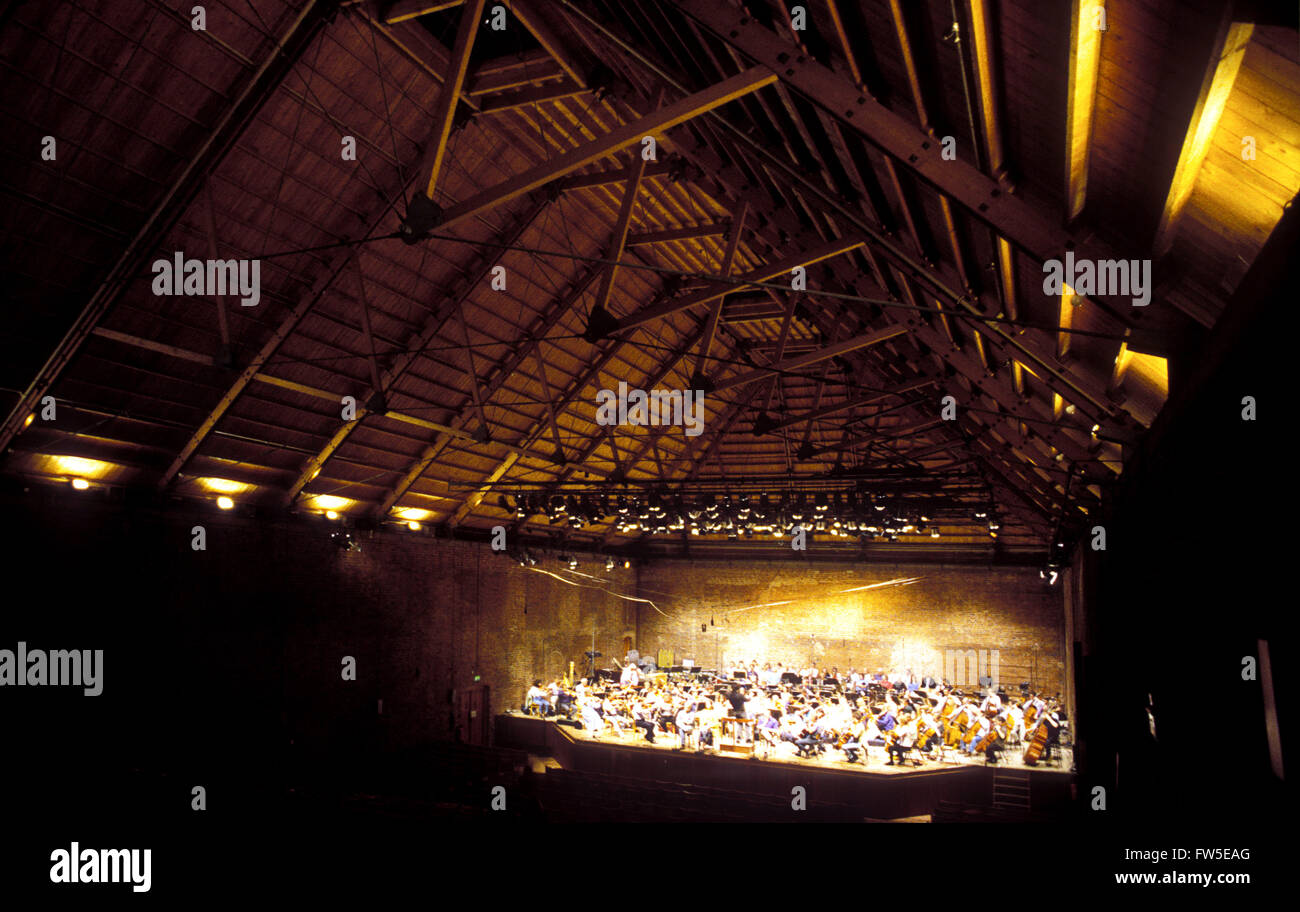 BRITTEN - SNAPE MALTINGS Interior of the concert hall, with orchestra rehearsing.  1999. - Stock Image