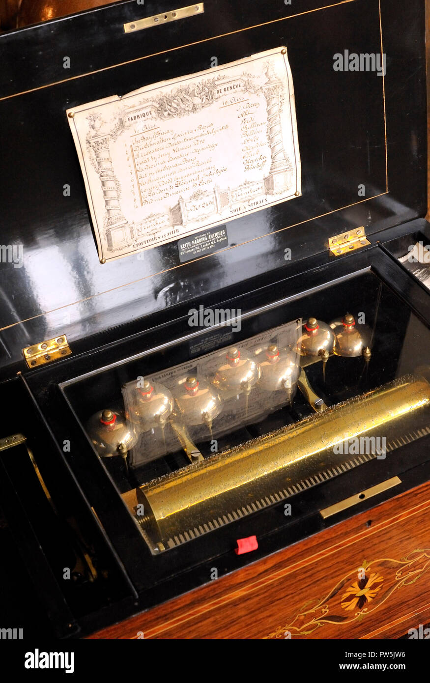 Swiss clockwork musical box, c.1890, with added bells and with 'in-sight' cylinder carrying pins to activate - Stock Image